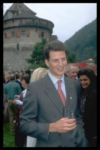 Casa de Liechtenstein - Página 3 0000320035-004
