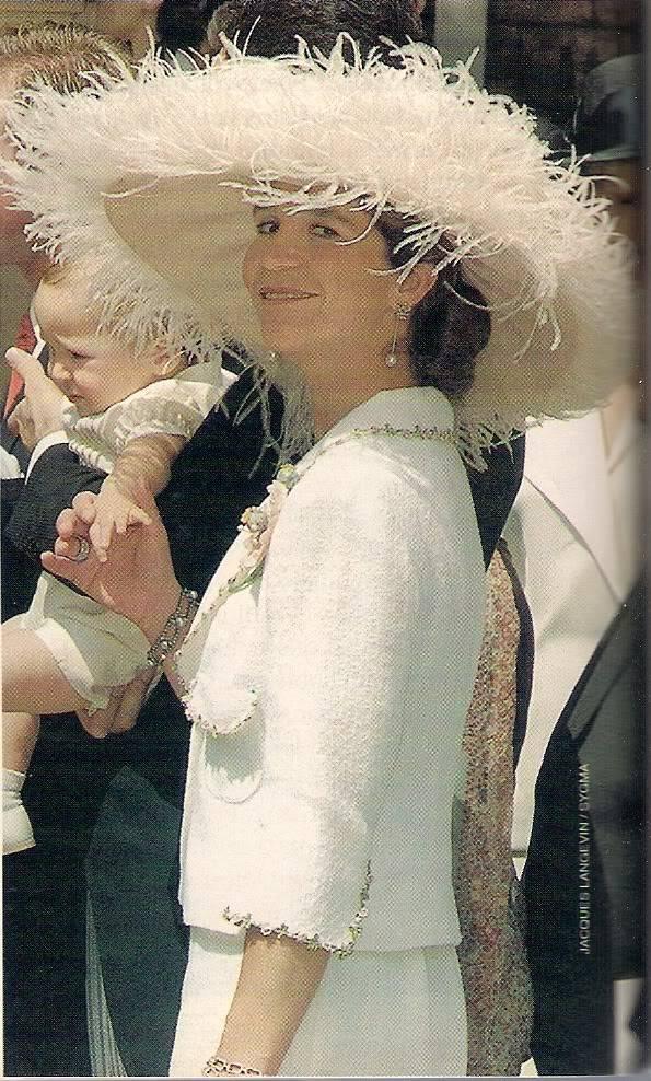 Miembros actuales de la Casa Real Griega - Página 9 Escanear0304