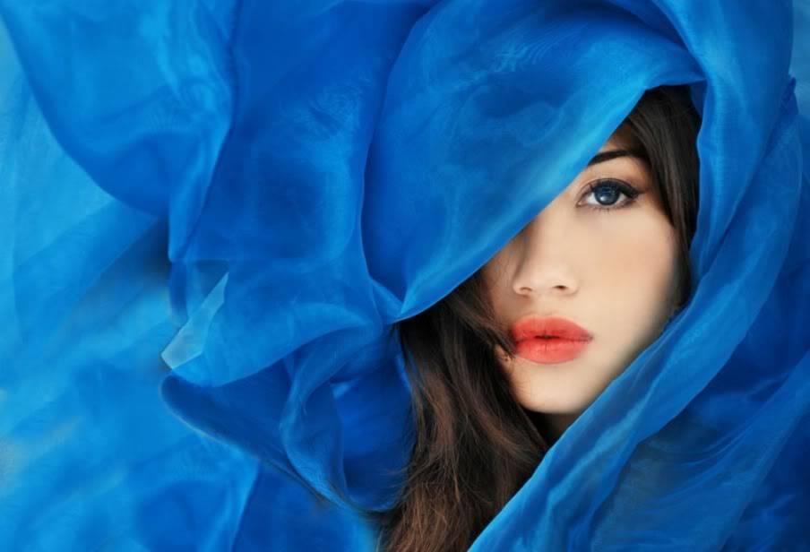 Volim plavo - Page 4 WomanInBLueWrapModelBeauty
