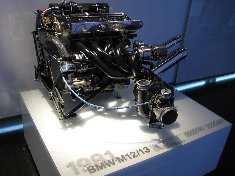 Interessante comparação 800px-BMW_F1_Engine_M12_M13_zps27e92c4f