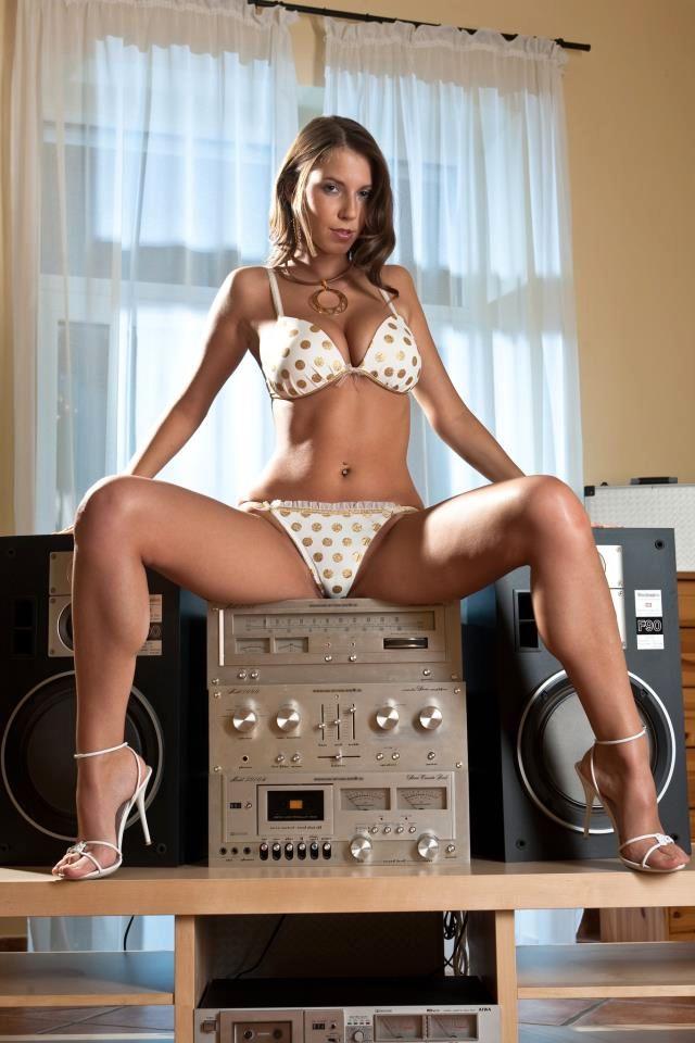 As minhas audiófilas - Página 17 923346_453518898066502_244713220_n_zps6455947f