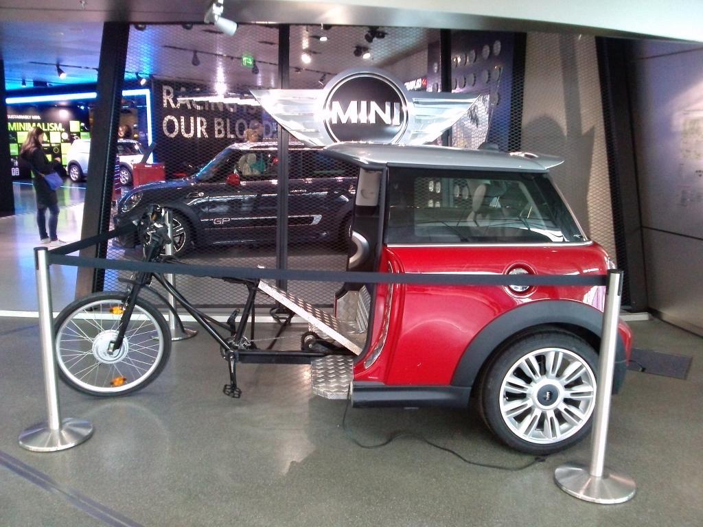 O Mundo e o Museu da BMW CAM00893_zps50bad108