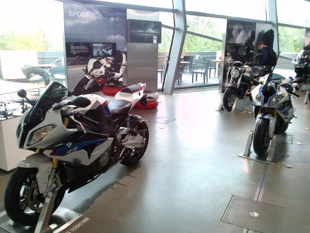 O Mundo e o Museu da BMW CAM00958_zps93802e26