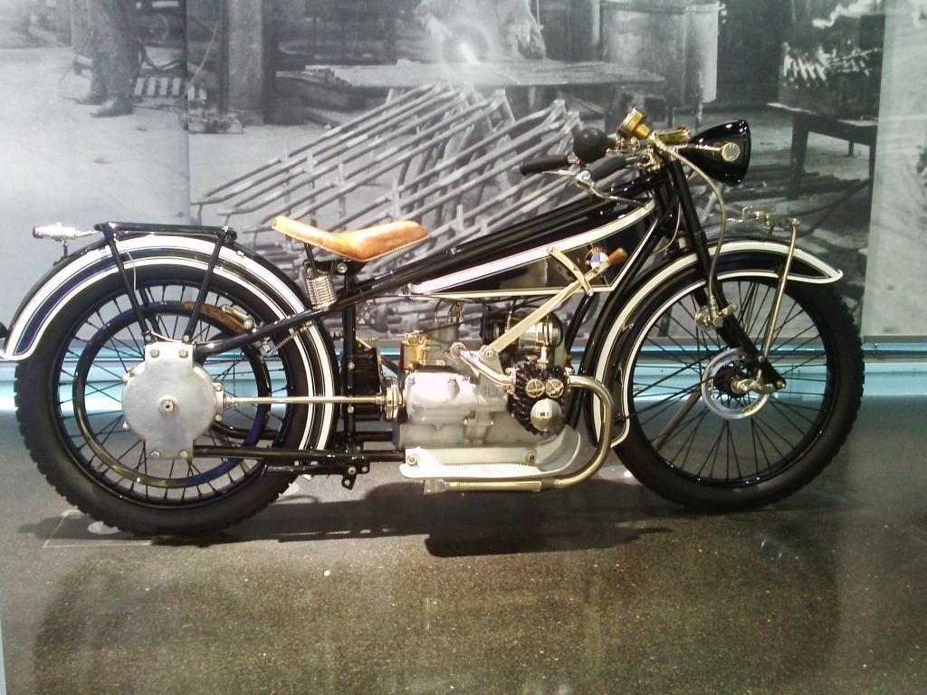 O Mundo e o Museu da BMW CAM01045_zps9af0ea25