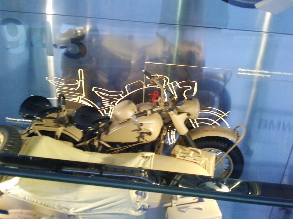 O Mundo e o Museu da BMW CAM01050_zps96a78703