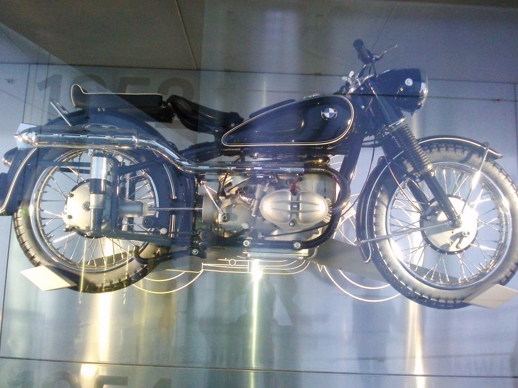 O Mundo e o Museu da BMW CAM01051_zpsfae18a9d