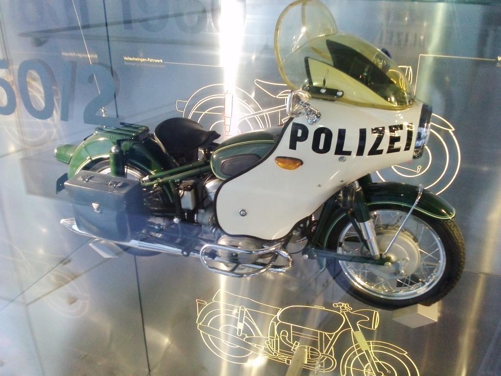 O Mundo e o Museu da BMW CAM01053_zps18451ae5