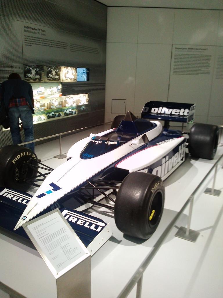 O Mundo e o Museu da BMW CAM01062_zpsc7033ceb