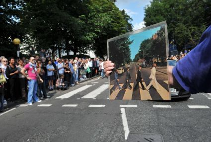 A mais famosa passadeira fez 45 anos Abbey_Road_1_zpsb36c499b