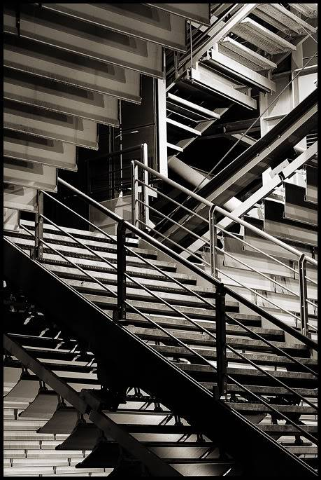 VOTEZ - Grand CONCOURS photo LUMIX - Decembre 2010 - Page 2 Escalier