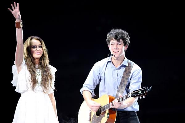 Nơi tự sướng cùng các tềnh iu - chúc mừng em Tay thắng lớn tại Grammy 2010 nhá :* :* :* 01_miley_nick