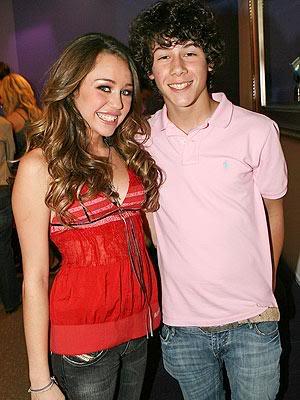 Nơi tự sướng cùng các tềnh iu - chúc mừng em Tay thắng lớn tại Grammy 2010 nhá :* :* :* Miley-cyrus-nick-jonas