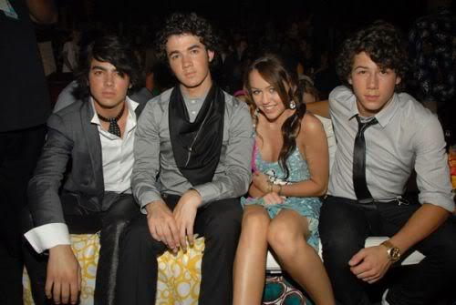 Nơi tự sướng cùng các tềnh iu - chúc mừng em Tay thắng lớn tại Grammy 2010 nhá :* :* :* Mileyjobrostogether