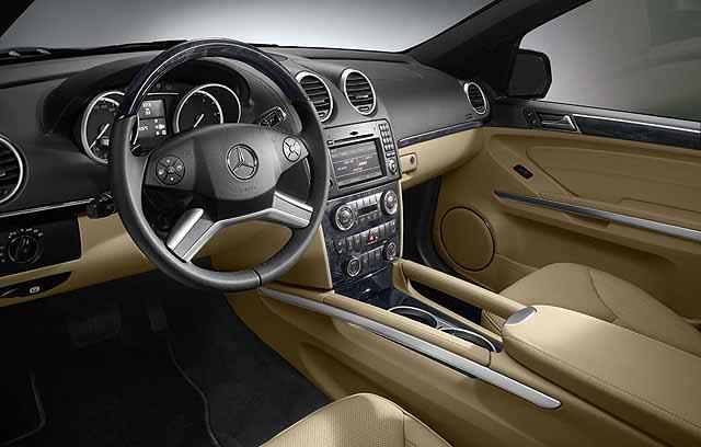 Mercedes lança ML híbrido e GL atualizado GL_2010_03_640x408