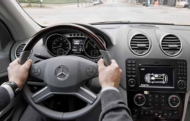 Mercedes lança ML híbrido e GL atualizado Ml_hybrid_04_640x408