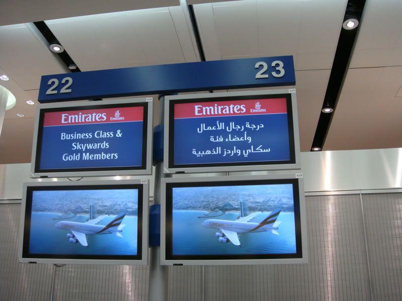 Emirates (EK / UAE) - Pagina 3 DSC00072