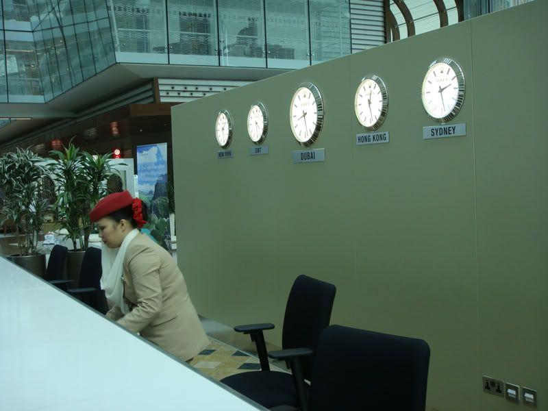 Emirates (EK / UAE) - Pagina 3 DSC00082