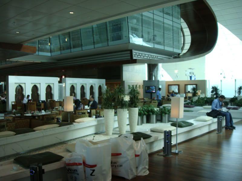 Emirates (EK / UAE) - Pagina 3 DSC00091