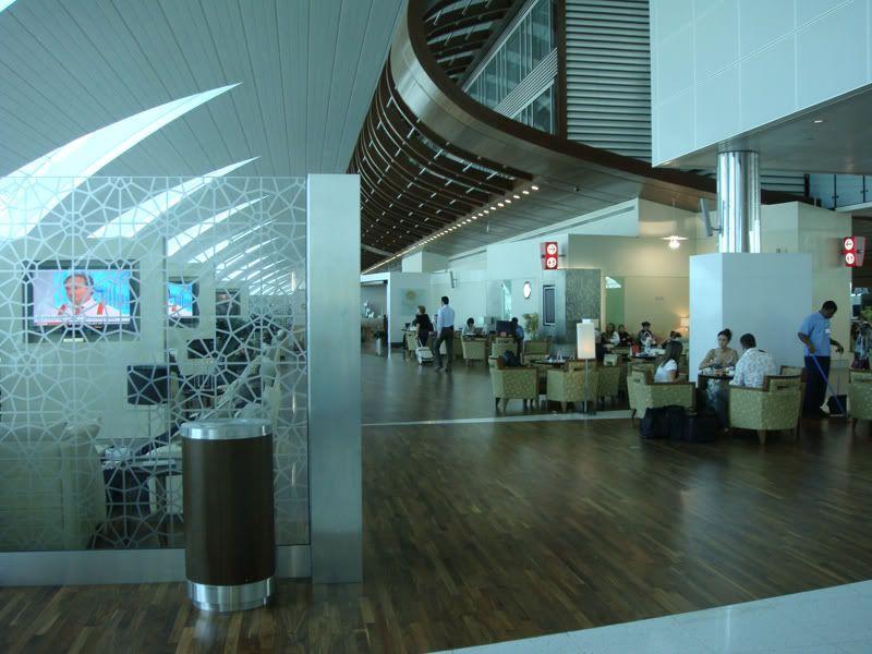 Emirates (EK / UAE) - Pagina 3 DSC00101
