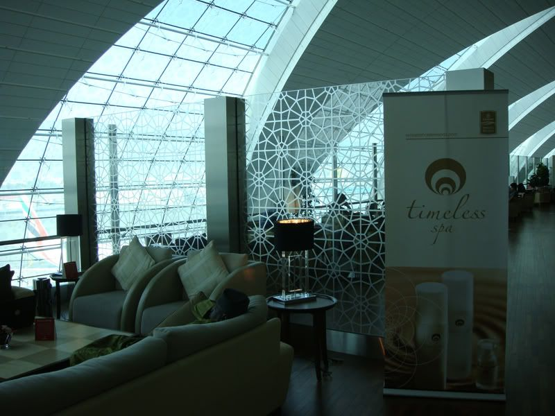 Emirates (EK / UAE) - Pagina 3 DSC00102