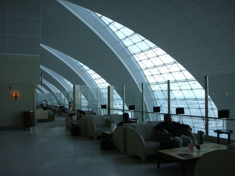 Emirates (EK / UAE) - Pagina 3 DSC00111