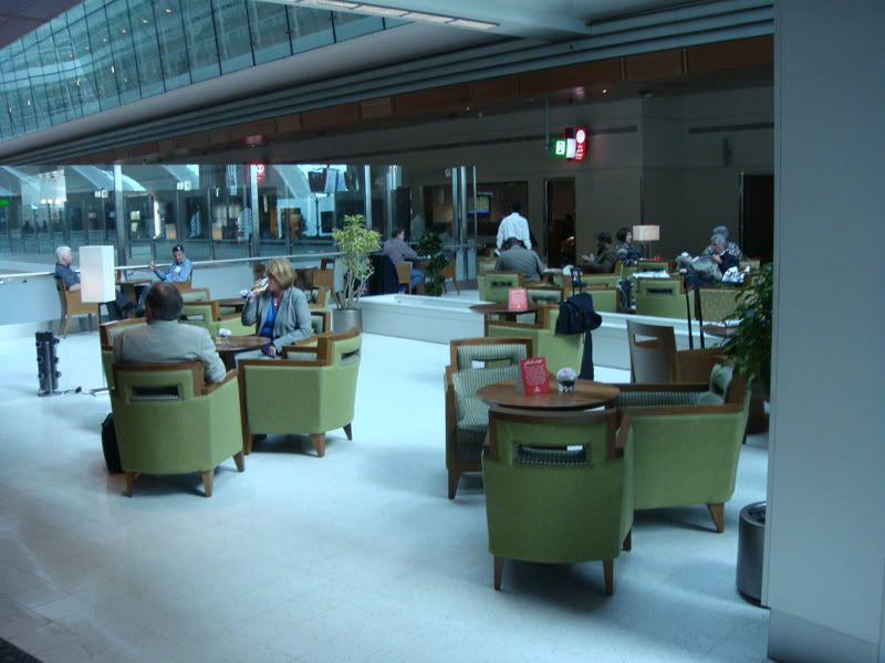 Emirates (EK / UAE) - Pagina 3 DSC00115