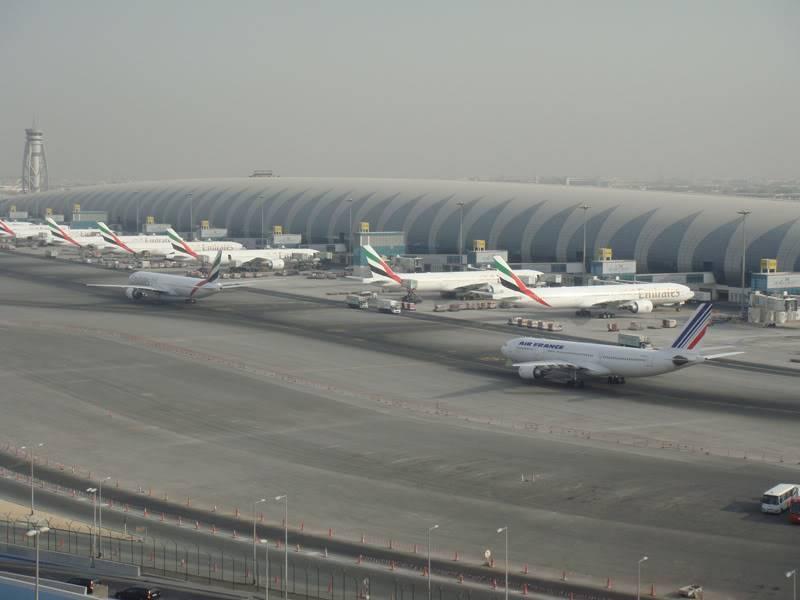 Emirates (EK / UAE) - Pagina 4 DSC03800