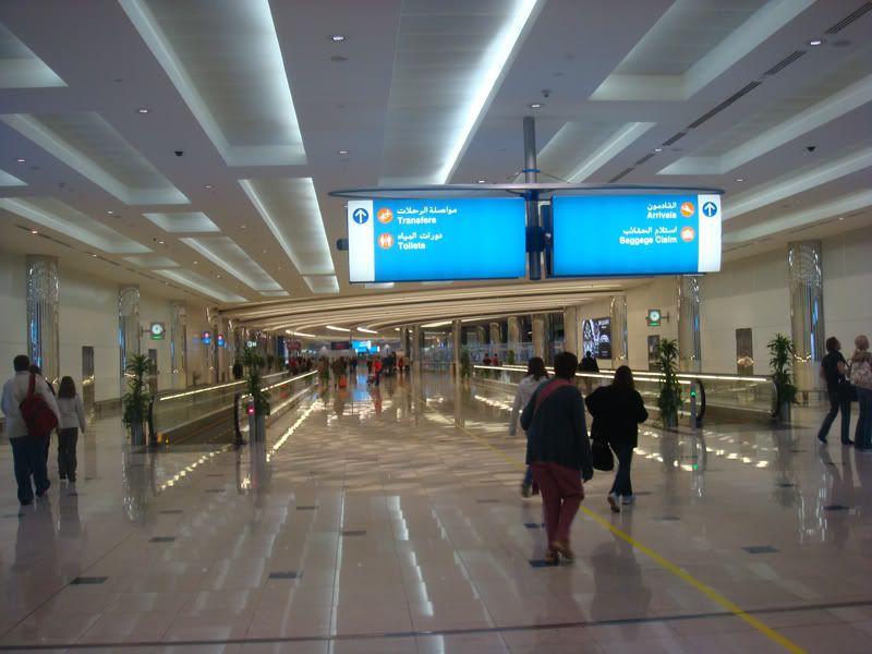 Emirates (EK / UAE) - Pagina 3 DSC08026