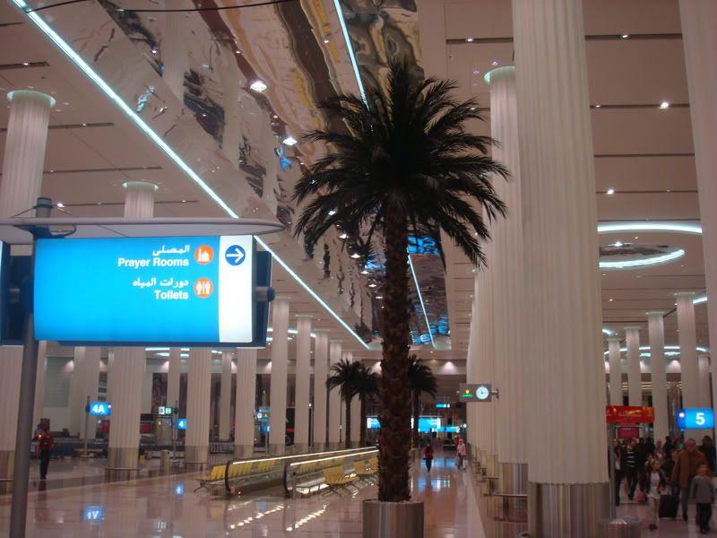 Emirates (EK / UAE) - Pagina 3 DSC08067