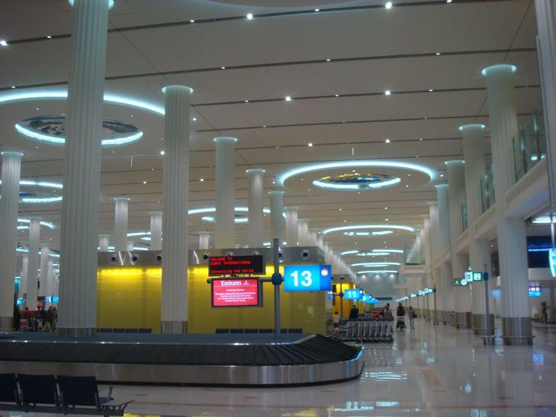 Emirates (EK / UAE) - Pagina 3 DSC08075