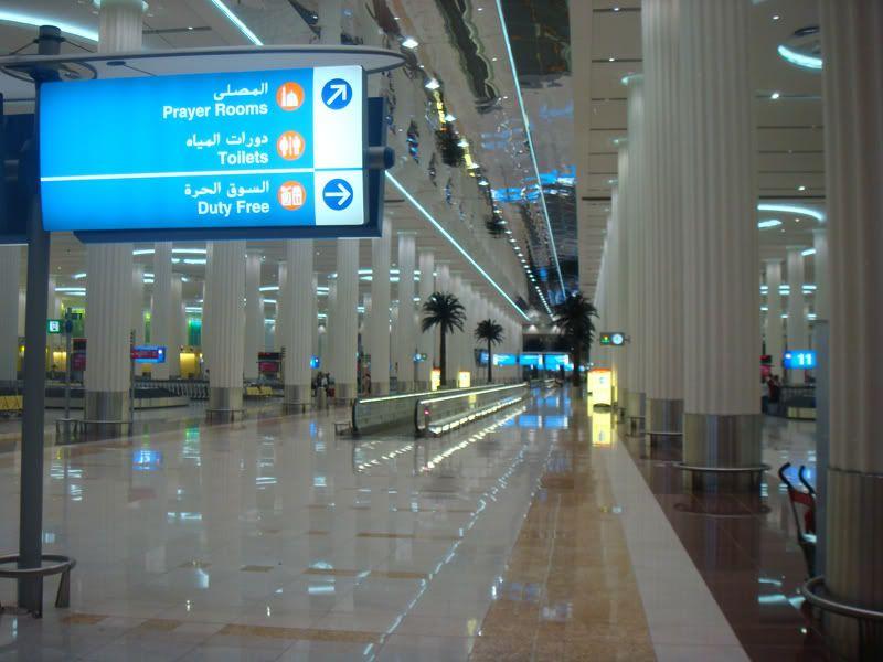 Emirates (EK / UAE) - Pagina 3 DSC08080