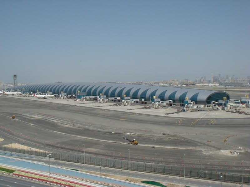 Emirates (EK / UAE) - Pagina 3 DSC09277