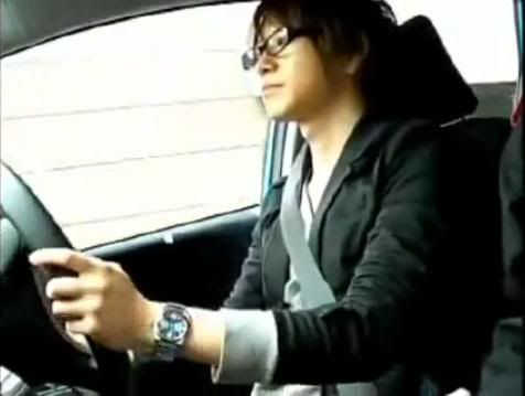 Taku aprende a manejar 04