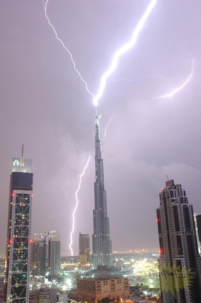 Kulelerin Paratonerine Düşen Yıldırımlar...(Resimler) 90356