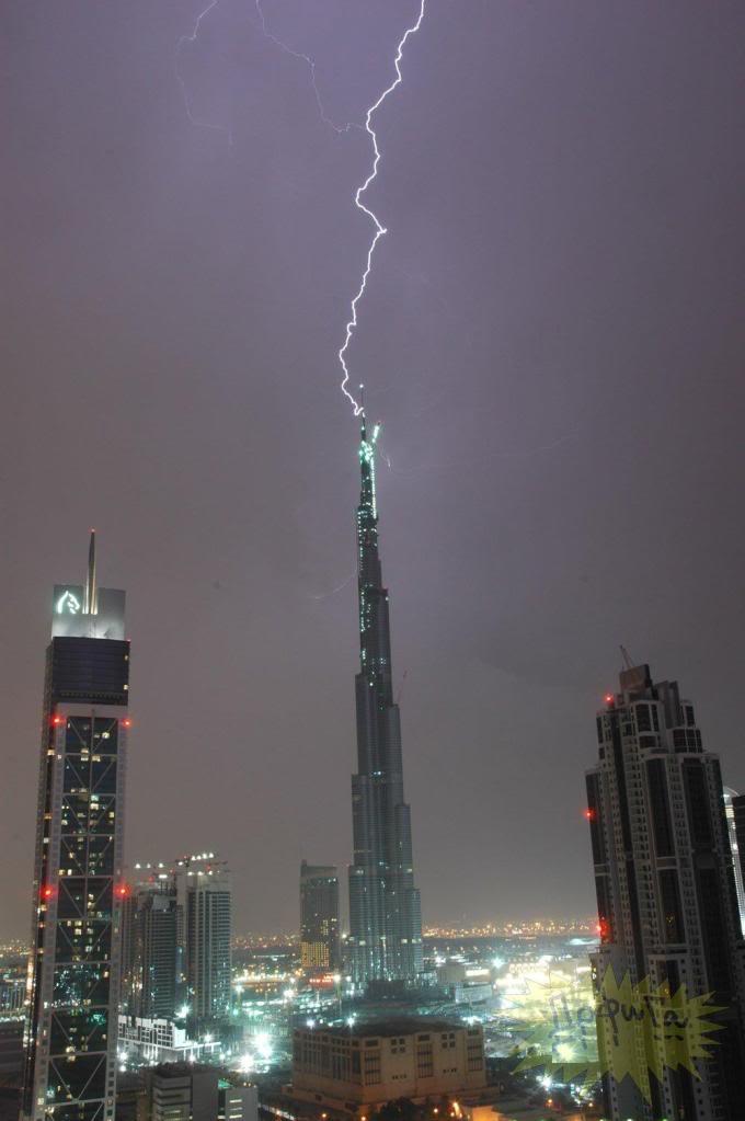 Kulelerin Paratonerine Düşen Yıldırımlar...(Resimler) 90357