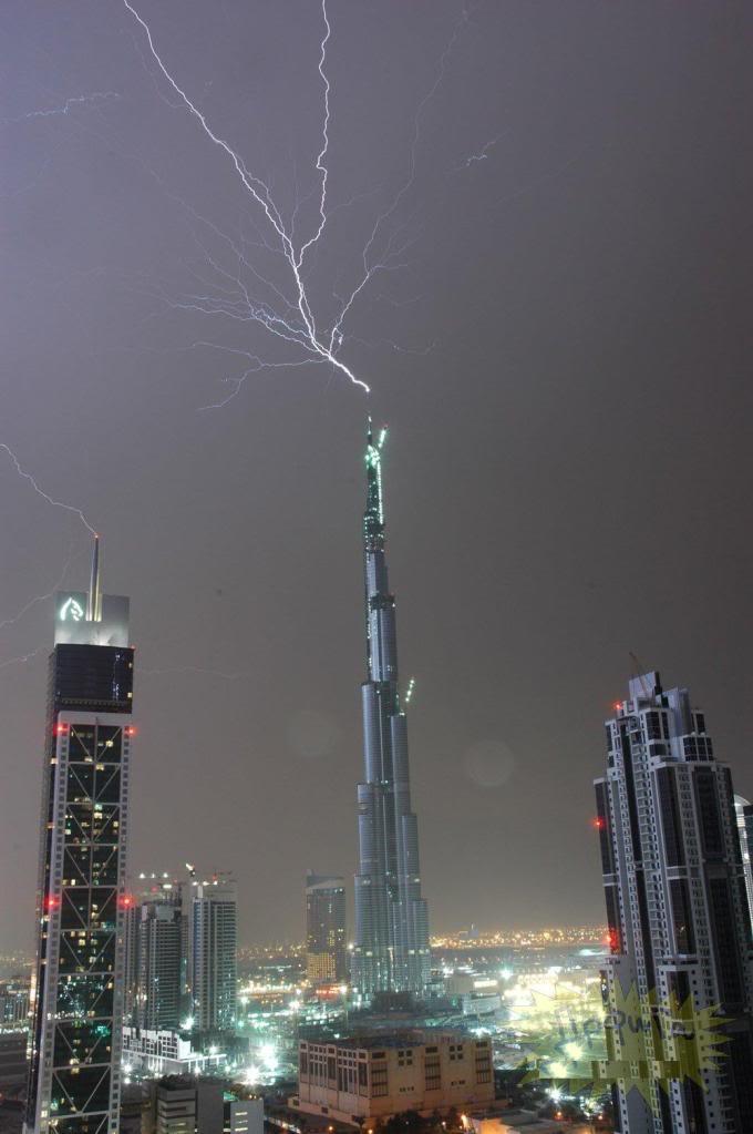 Kulelerin Paratonerine Düşen Yıldırımlar...(Resimler) 90364