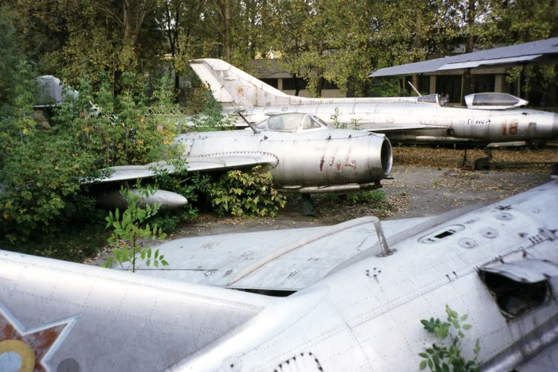 """Avioanele din Colegiul Tehnic de Aeronautica """"Henri Coanda"""" - Pagina 2 Liceuaviatie01"""