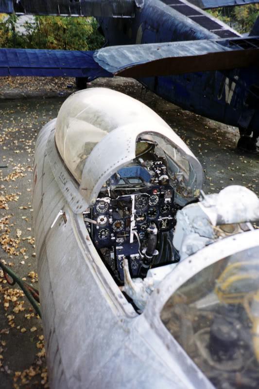"""Avioanele din Colegiul Tehnic de Aeronautica """"Henri Coanda"""" - Pagina 2 Liceuaviatie04"""