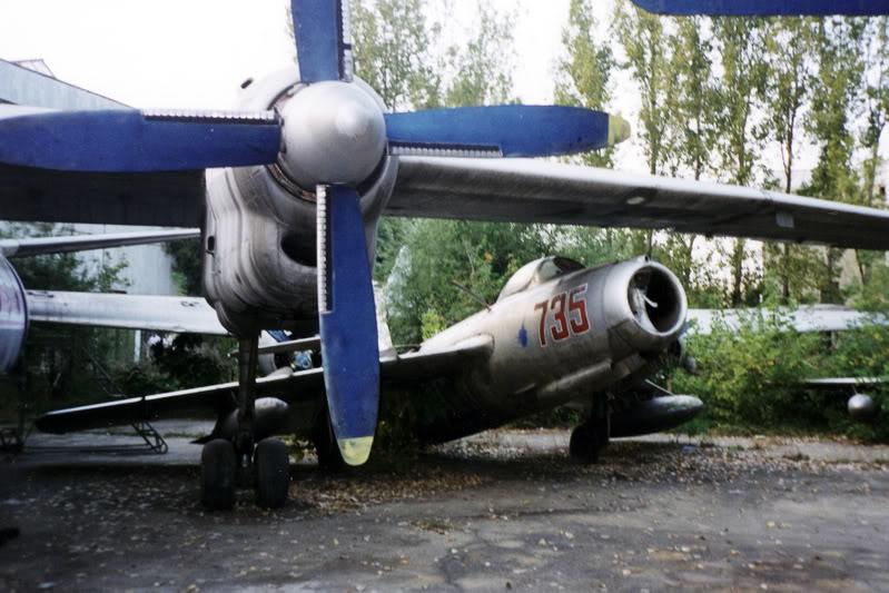 """Avioanele din Colegiul Tehnic de Aeronautica """"Henri Coanda"""" - Pagina 2 Liceuaviatie05"""