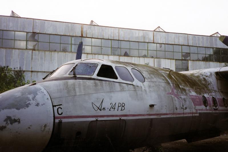 """Avioanele din Colegiul Tehnic de Aeronautica """"Henri Coanda"""" - Pagina 2 Liceuaviatie06"""