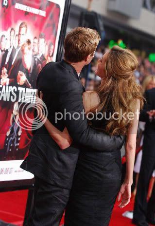 Brad and Angelina Movie Premieres  - Page 3 Ocean_los_angeles_011