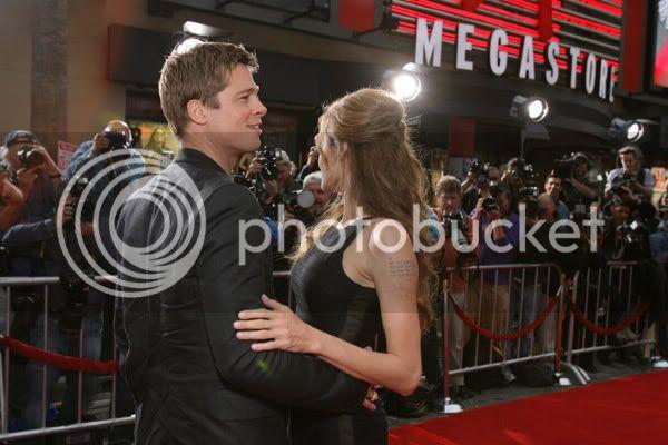 Brad and Angelina Movie Premieres  - Page 3 Ocean_los_angeles_012