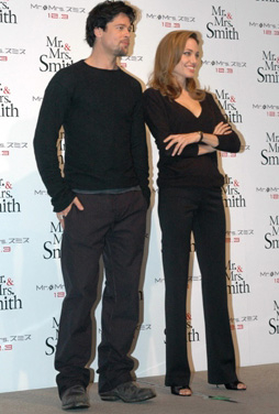 Brad and Angelina Movie Premieres  - Page 3 Smith_tokyo_006