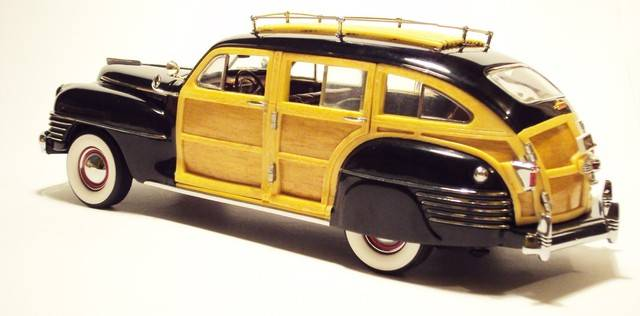 Danbury Mint 1/24: 1942 Chrysler Town & Country wagon. DSC09619_zps5lafn3gc