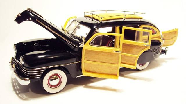 Danbury Mint 1/24: 1942 Chrysler Town & Country wagon. DSC09621_zpswy8qazd2
