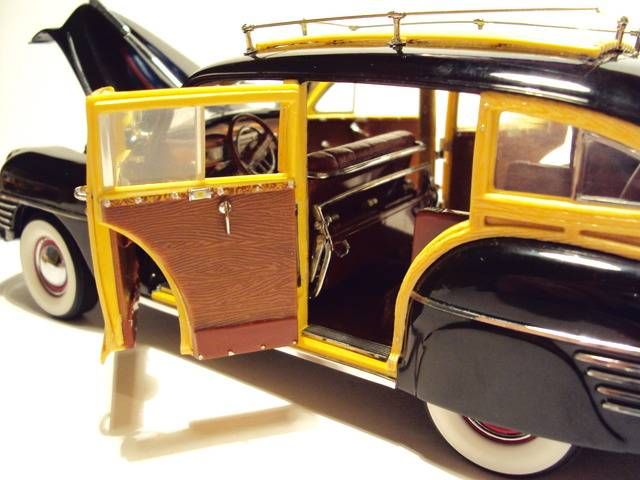 Danbury Mint 1/24: 1942 Chrysler Town & Country wagon. DSC09622_zpska2bxvfm