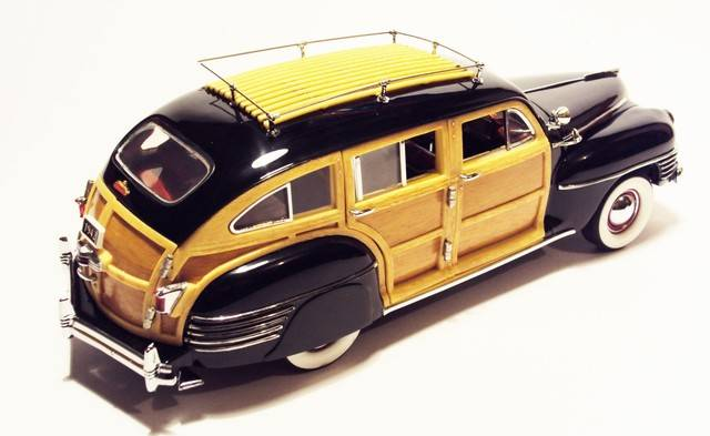 Danbury Mint 1/24: 1942 Chrysler Town & Country wagon. DSC09627_zpsu4ooxp5s