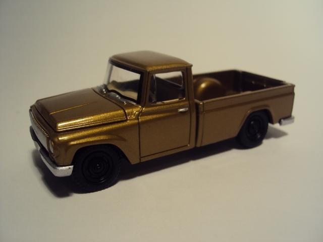 Johnny Lightning Forever 64 R27: Jeep Wagoneer et Al. DSC00067_zps803d497f