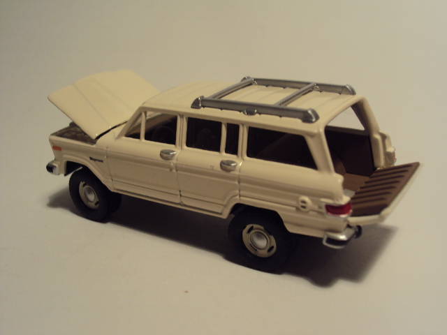 Johnny Lightning Forever 64 R27: Jeep Wagoneer et Al. DSC00085_zpsda11e6c4