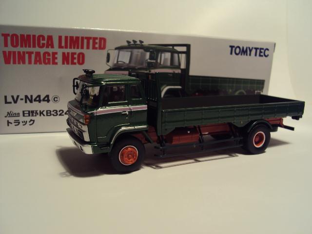TLV-N44c: Hino KB324 Flatbed truck. DSC00566_zps592b9cfa